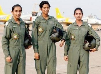 விமானப்படையில் நியமிக்கப்பட்ட மூன்று பெண்கள்