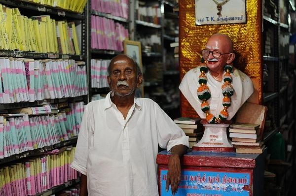 காந்தி - நூலகத் தாத்தா!