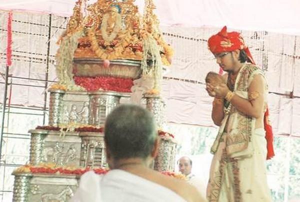 ஜைனத் துறவி ஆன பிளஸ் 2 தேர்வில் முதலிடம் பிடித்தவர்