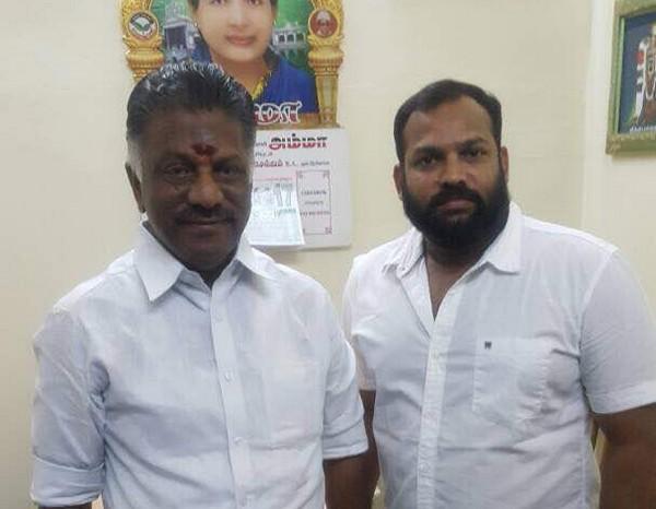 ஓ.பன்னீர்செல்வத்துடன் திரைப்படத் தயாரிப்பாளர் ஆதம் பாவா