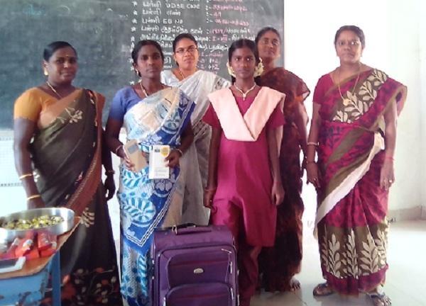 ப்ரித்திகா ஆசிரியர்களோடு