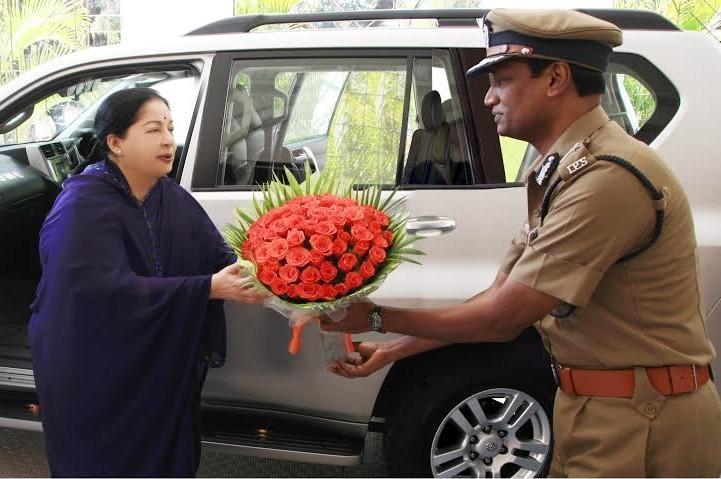 தமிழக முன்னாள் முதல்வருடன் தமிழ்நாடு பொறுப்பு போலீஸ் டி.ஜி.பி