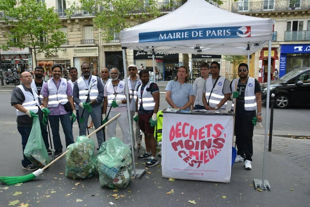 paris city cleaned by tamil youths. Black Bedroom Furniture Sets. Home Design Ideas