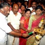 ஒருபோதும் விடமாட்டோம்..! தினகரனுக்கு எதிராக ஓபிஎஸ் ஆவேசம்