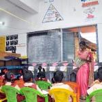 3-லிருந்து 67 மாணவர்கள்...! அரசுப் பள்ளியைச் சீராக்கிய ஆசிரியை!