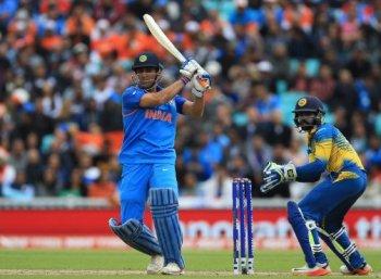 #ChampionsTrophy: தவான், தோனி அதிரடியில் 321 ரன்கள் குவித்த இந்தியா!