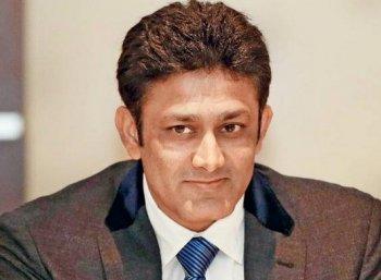 இந்திய அணியின் பயிற்சியாளர் அனில் கும்ப்ளே ராஜினாமா!