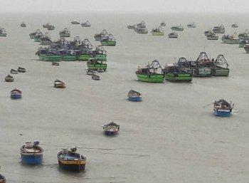 ஆந்திர எல்லையில் தமிழக மீனவர்கள் 300 பேர் சிறைபிடிப்பு!