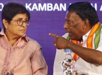 கிரண் பேடியுடன் நாராயணசாமி