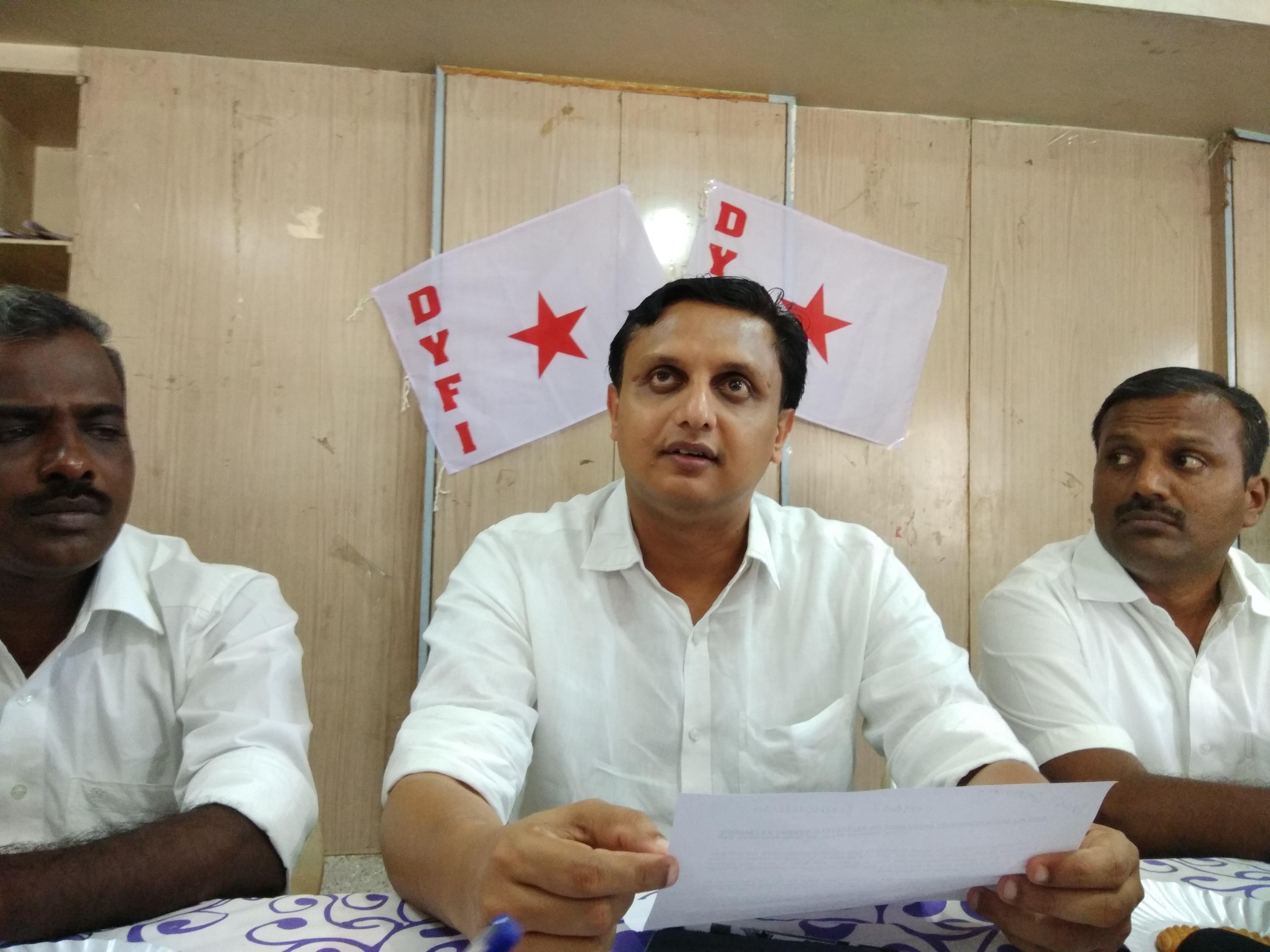 இந்திய ஜனநாயக வாலிபர் சங்க தலைவர் முகமது ரியாஸ்