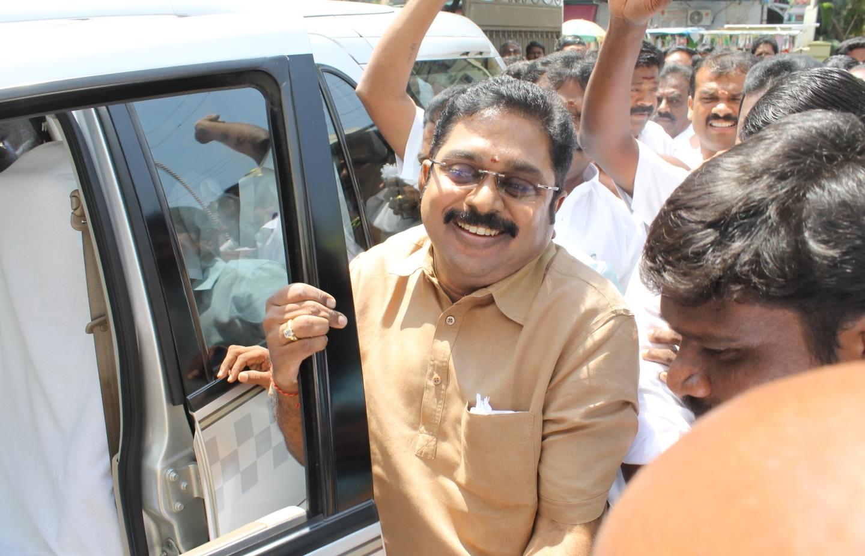 Highcourt orders to stay TTV Dinakaran FERA case