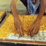தித்திக்கும் கடலை மிட்டாய் எப்படித் தயாராகுதுன்னு தெரியுமா!? #VikatanPhotostory