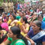 டாஸ்மாக் கடையை அகற்ற வந்த 300 பெண்கள்! போலீஸ் தடுத்ததால் பரபரப்பு