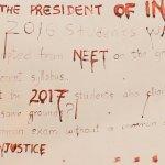 நீட் தேர்வால் பாதிப்பு: குடியரசுத் தலைவருக்கு ரத்தத்தால் கடிதம் எழுதிய மாணவர்கள்!