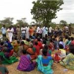 கடையல்ல பம்பு செட்; ஏமாற்றிய அதிகாரிகள்: டாஸ்மாக் கடையை காலிசெய்த பெண்கள்