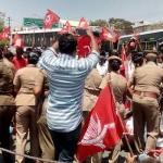 'ஜி.எஸ்.டி பெயரில் கொள்ளை அடிக்காதே'- மோடிக்கு எதிராக கொந்தளித்த கம்யூனிஸ்டுகள்