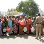 அத்திப்பட்டி ஆகும் திண்டுக்கல்... தண்ணீருக்காக அலையும் பொதுமக்கள்! #TNDrought2017