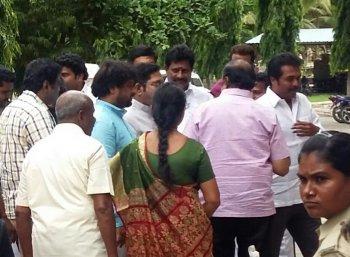 'ஆளே அடையாளம் தெரியலையே!' - சிறையில் கதறியழுத சசிகலா..! #VikatanExclusive