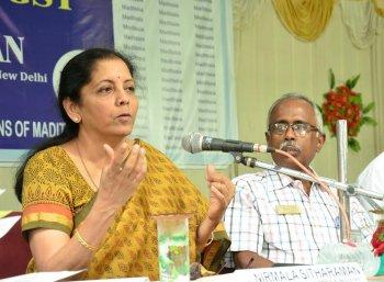 மோடி இதனால்தான் அப்போது ஜிஎஸ்டி-யை எதிர்த்தார் : மத்திய அமைச்சர் நிர்மலா சீதாராமன் விளக்கம்