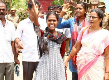 'எகிப்து மன்னன் கதிதான் எடப்பாடி பழனிசாமிக்கும்!' - வளர்மதிக்காகக் கொதிக்கும் சமூக ஆர்வலர்கள்