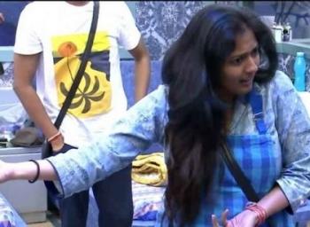 பிக் பாஸில் காப்பாற்றப்படுகிறாரா காயத்ரி ரகுராம்!? #BiggBossTamil