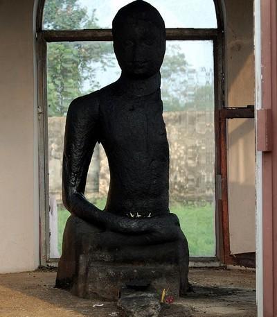கருமாடிக்குட்டன் புத்தர் சிலை