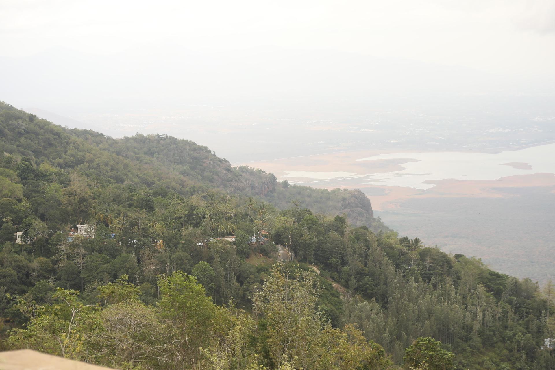 கரிக்கையூர் தண்ணீர் மலைக்கிராமம்