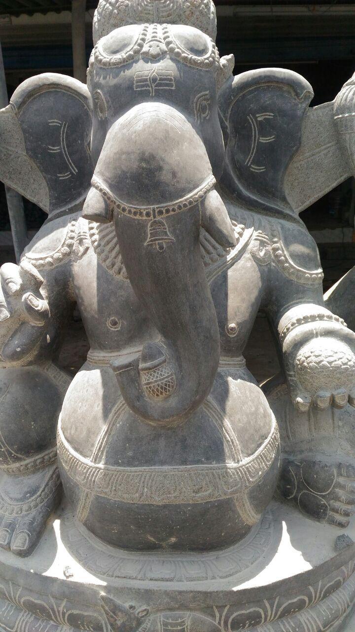 மகாபலிபுரம் சாலையோர சிலைகள்