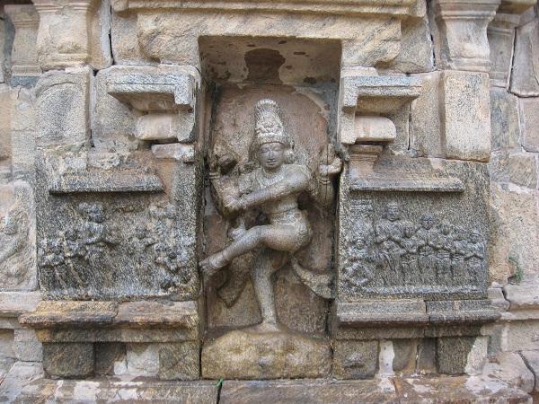 ராஜேந்திரச் சோழன் குடும்பத்துடன்