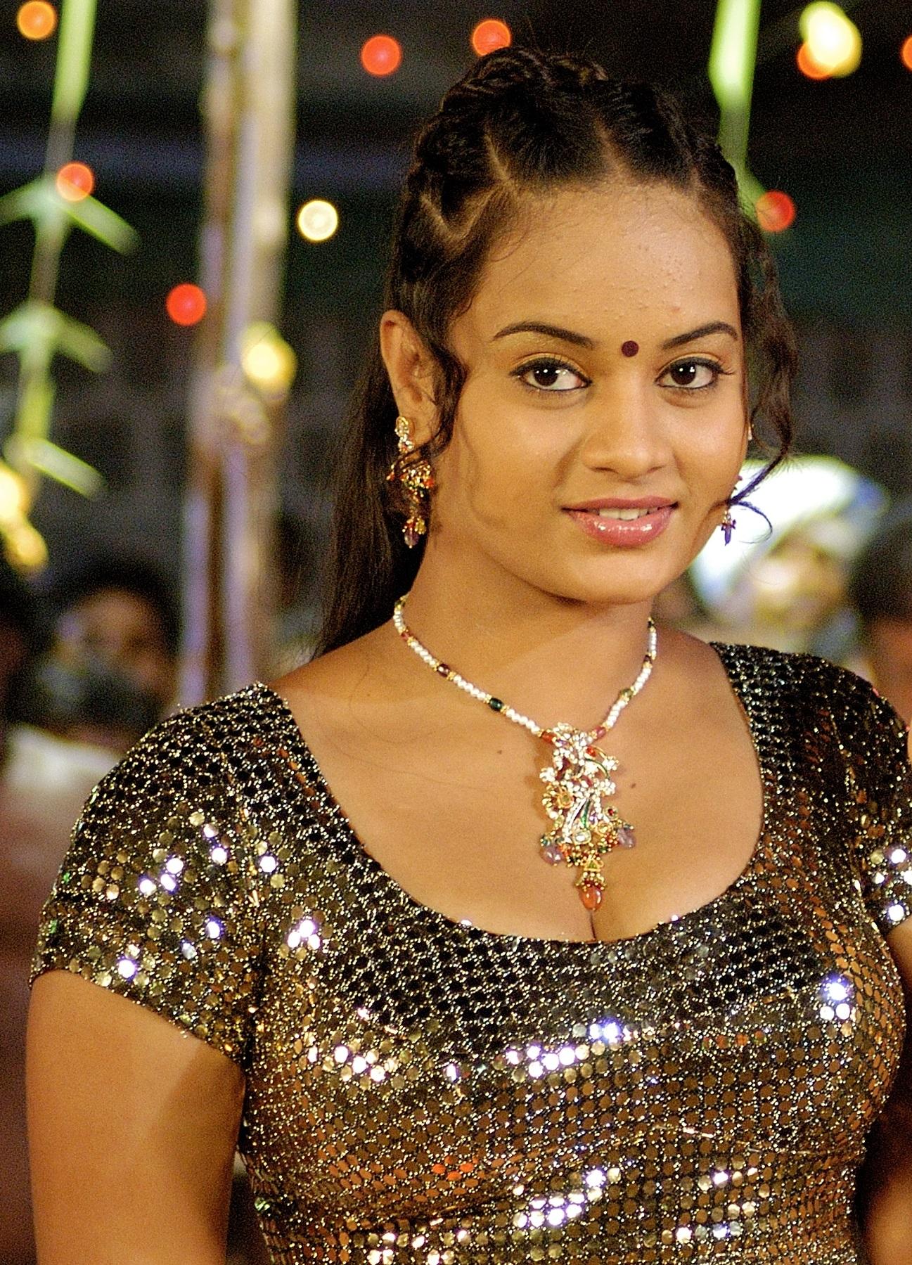 நடிகை சுஜா