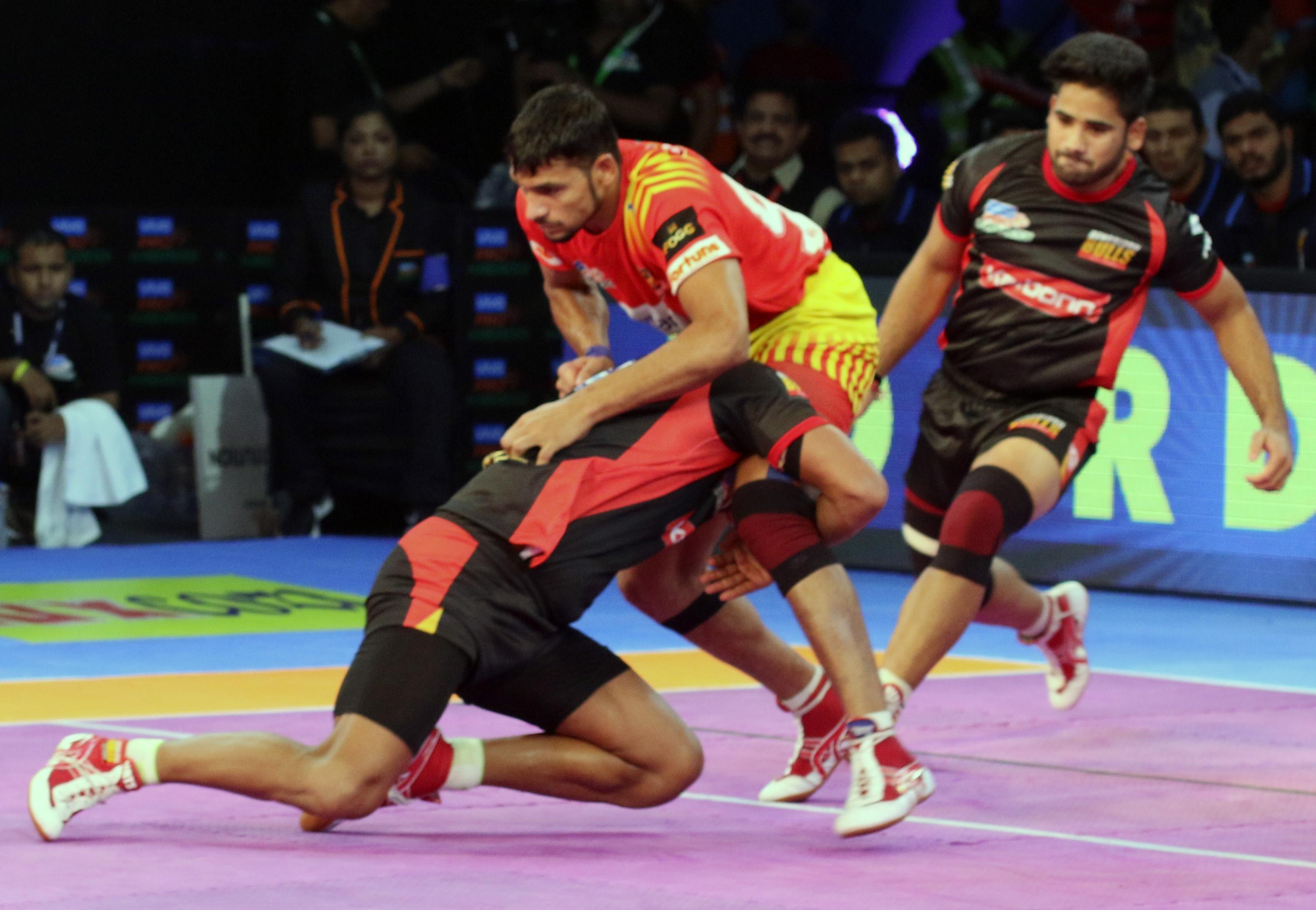 Pro Kabaddi: Gujarat Fortunegiants Vs Bengaluru Bulls
