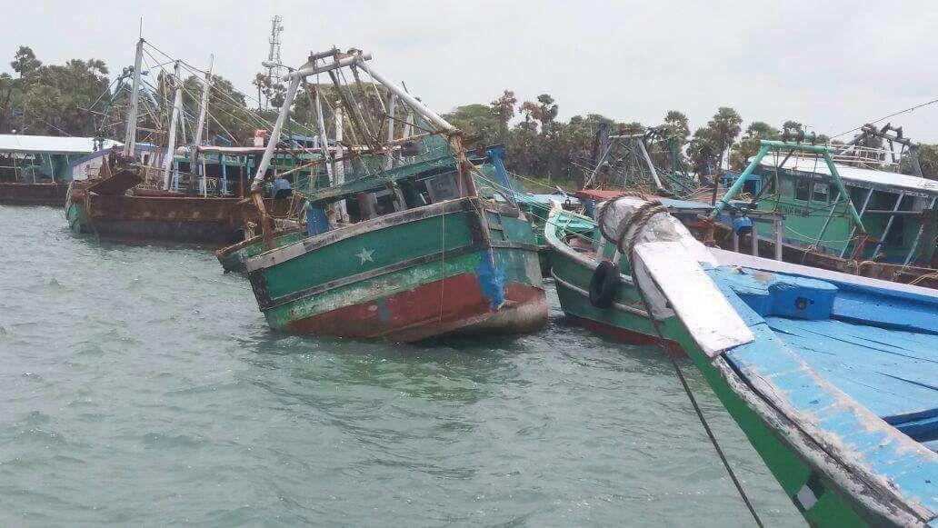 சிறை பிடிக்கப்பட்ட தமிழக மீனவர்கள் படகுகள்