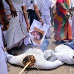 'தற்கொலைப்படையாக மாறுவோம்'- போராட்டத்தில் தினகரன் ஆதரவாளர்கள் ஆவேசம்