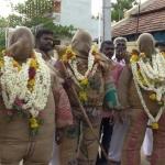 சாக்கு உடைகளை அணிந்து நேர்த்தி செலுத்தும் பக்தர்கள்!