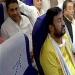 குஜராத் திரும்பிய காங்கிரஸ் எம்.எல்.ஏ-க்கள்- மீண்டும் ரிசார்ட்டில் தங்கவைக்கப்பட்டனர்