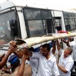 பாடைக் கட்டி ஆர்ப்பாட்டம் செய்த குமரி பா.ஜ.க-வினர் கைது!