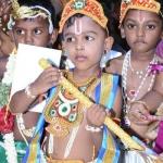 கிருஷ்ண ஜெயந்தி: ராதை, கிருஷ்ணர் வேடத்தில் உலா வந்த 200 சிறுவர்கள்!