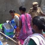 புதுச்சேரியில் சாராயக் கடையை அடித்து நொறுக்கியப் பெண்கள்!