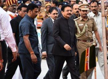 சென்னை வந்தார் ஆளுநர்... சந்திப்புக்காக தி.மு.க நேரம் கேட்பு!