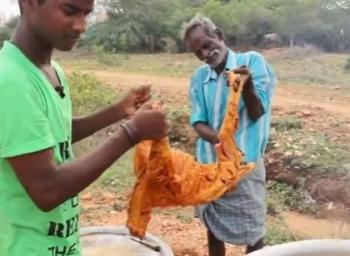 வில்லேஜ் ஃபுட் ஃபேக்டரி... 6 மாதங்களில் ரூ.6.5 லட்சம் சம்பாதித்த ஆறுமுகம்!