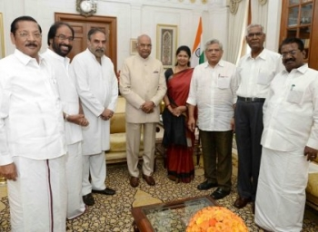 ஜனாதிபதியிடம் போட்டோ ஆதாரம் காட்டிய எதிர்க்கட்சியினர்!