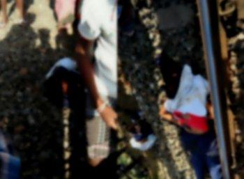 காணாமல் போன மாணவிகள் தண்டவாளத்தில் சடலமாக கிடந்தனர்! தலைமை ஆசிரியர் மீது பகீர் புகார்