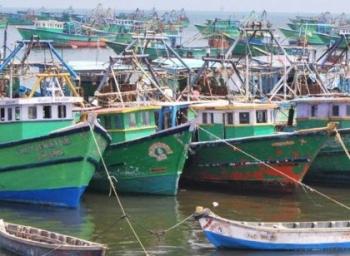 தமிழக மீனவர்கள் 44 பேர் சிறைபிடிப்பு..! இலங்கைக் கடற்படை வீரர் கடத்தல்?