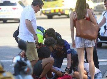மக்கள் கூட்டத்தில் பாய்ந்த கார்... பார்சிலோனாவில் 13 பேர் பலி!