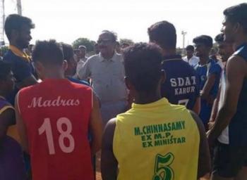 இளைஞர்களுடன் வாலிபால் விளையாடி அசத்திய வைகோ..!