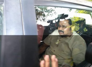 தினகரன் கோஷ்டி எம்எல்ஏ-க்கள் கவர்னரைச் சந்திக்க திடீர் முடிவு!