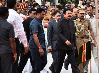 அடுத்தடுத்த அரசியல் திருப்பம்... மும்பை பறந்தார் ஆளுநர் வித்யாசாகர் ராவ்!