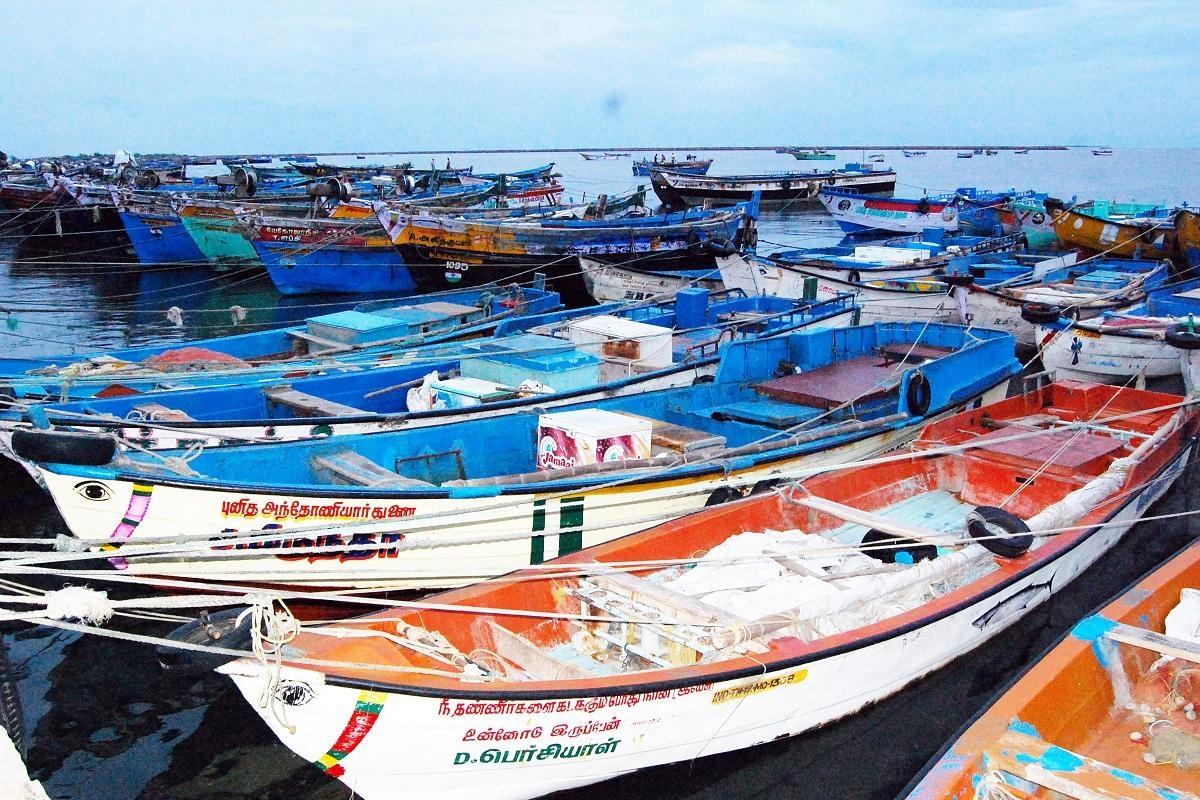 நாட்டுப்படகு மீனவர்கள் ஸ்டிரைக்