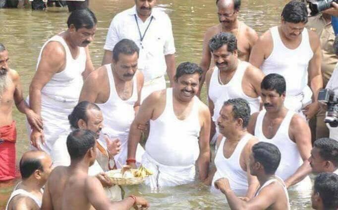 காவிரி புஷ்கரத்தில் பழனிசாமி