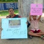 'நீட்' தேர்வு விவகாரம்: 7 வயது மகனுடன் போராட்டத்தில் குதித்த அரசுப் பள்ளி ஆசிரியை!